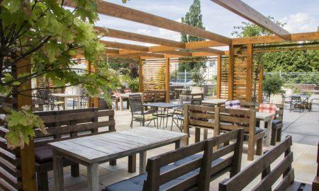 006 NOLA Restaurant & Cafe zahrádka