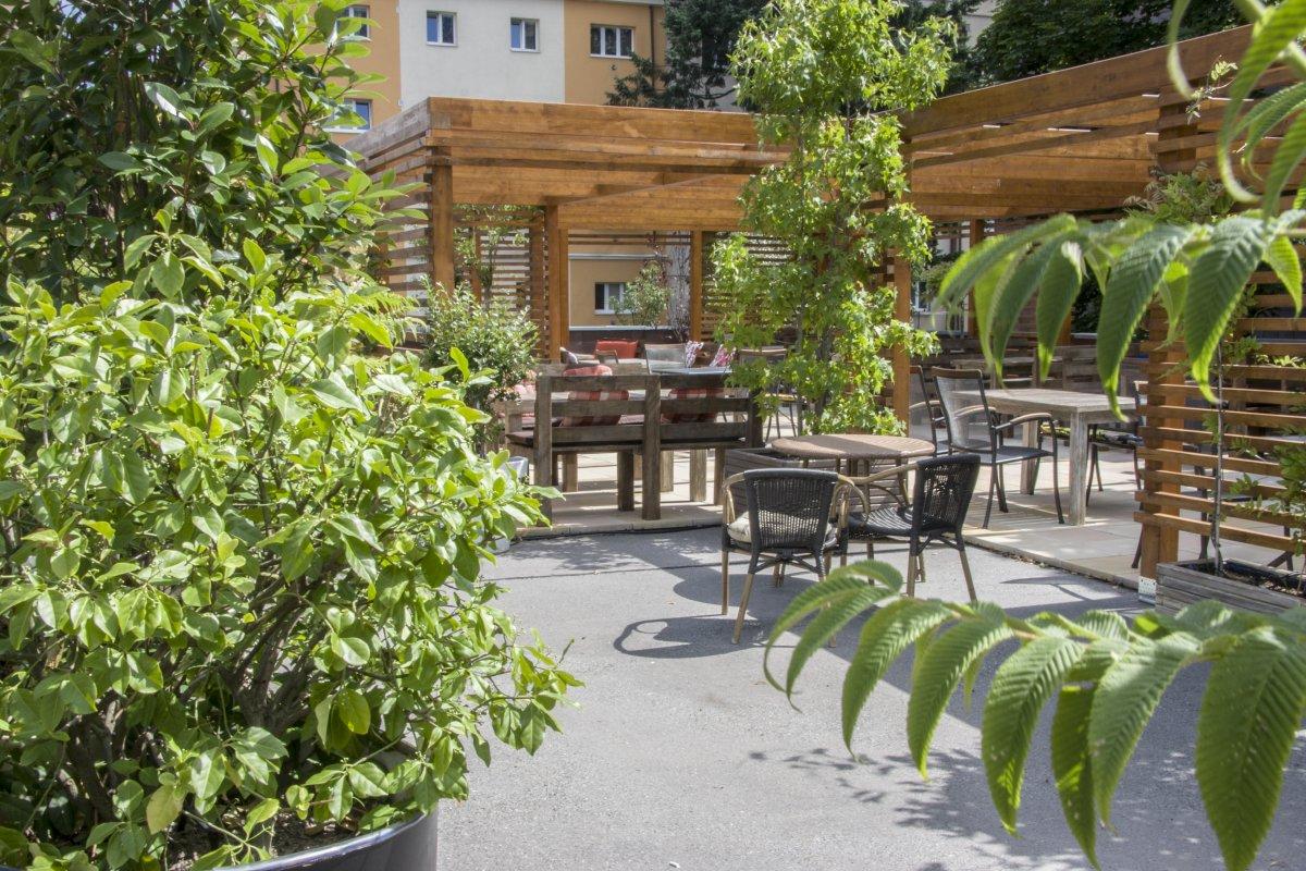 007 NOLA Restaurant & Cafe zahrádka
