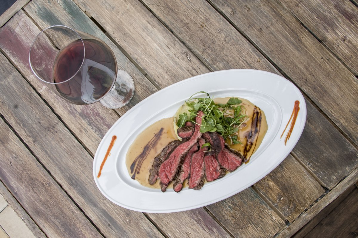 010 NOLA Restaurant & Cafe pilírovaný flank steak