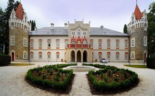 120806_Chateau-Heralec