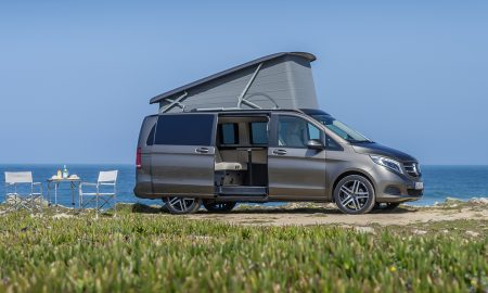 Der neue Marco Polo – 250 BlueTEC, Exterieur, indiumgrau metallic, EASY UP Aufstelldach, Campingstühle und Tisch  The New Marco Polo– 250 BlueTEC, Exterior, indium grey metallic, EASY UP pop-up roof, camping chairs and table