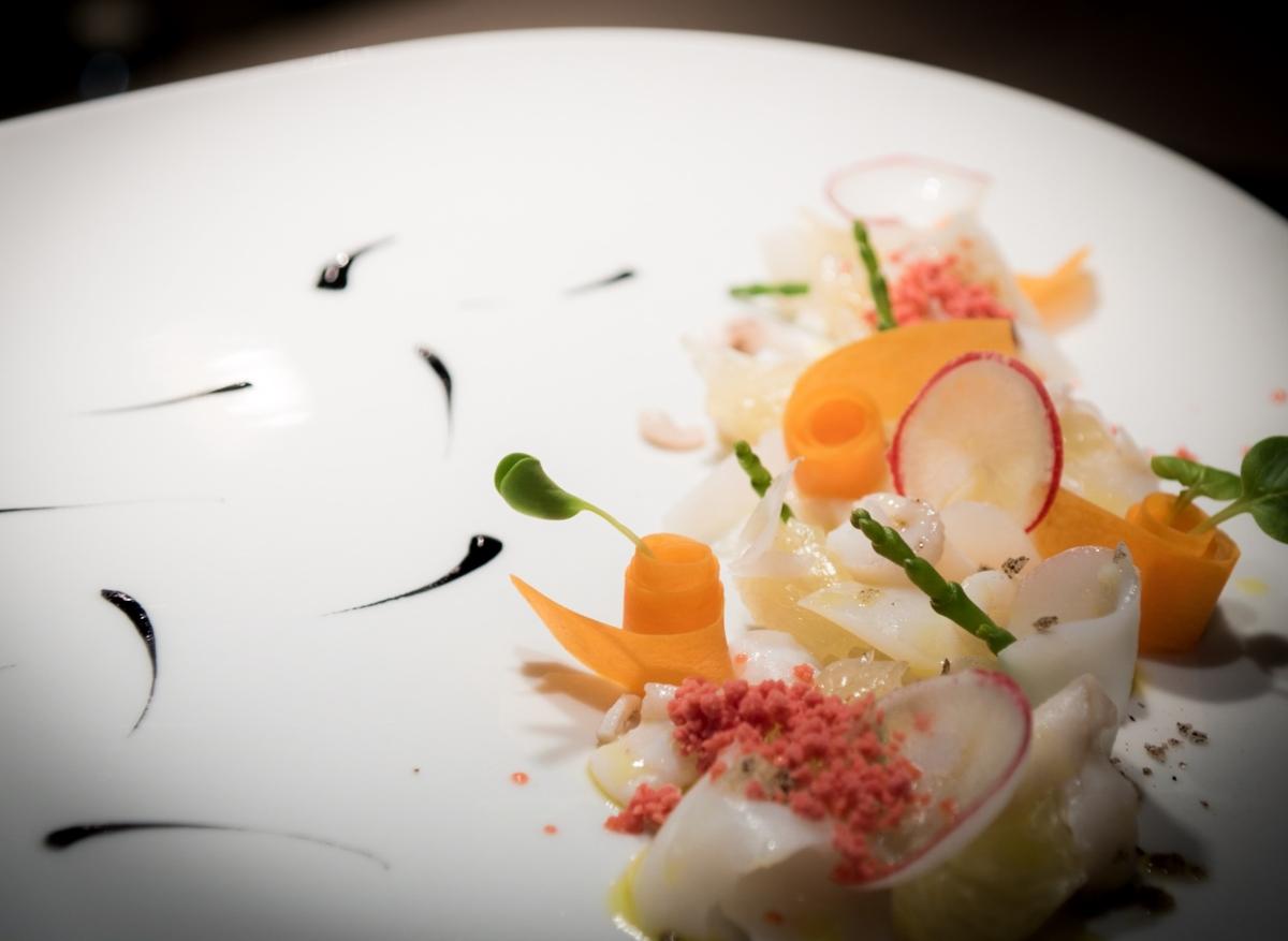 Sépiový salát, fermentovaná mrkev, malinový sníh, vanilková sůl
