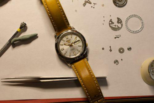 Kdo opraví hodiny a hodinky, které se dědí z otce na syna?