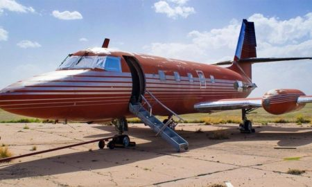 Elvis-Presleys-private-plane-1170x658