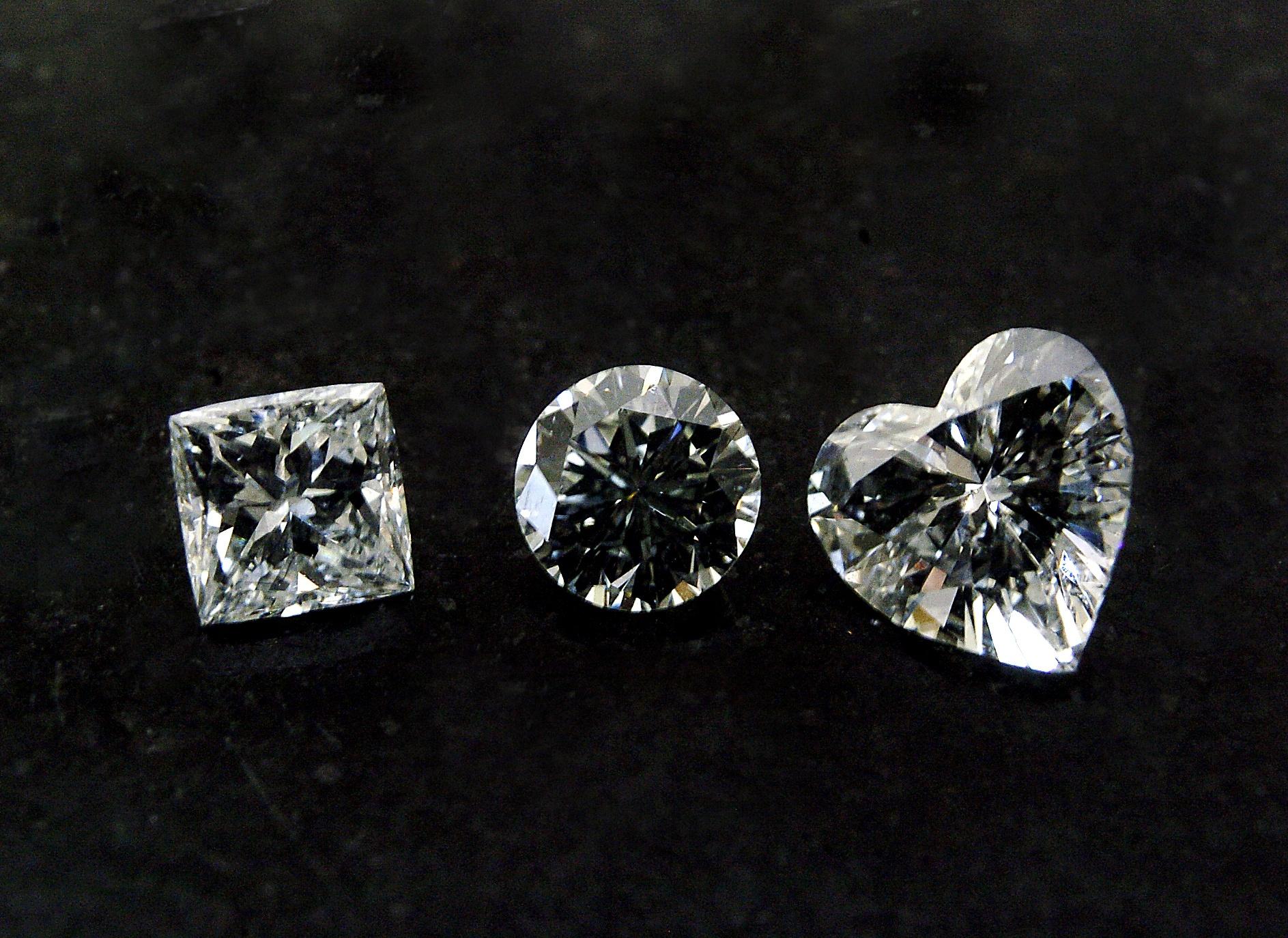 Diamanty různého brusu