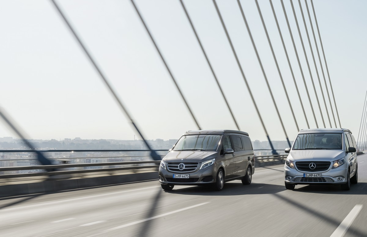 Der neue Marco Polo – 250 BlueTEC, Exterieur, indiumgrau metallic (links) und der neue Marco Polo ACTIVITY – 220 CDI, Exterieur, brillantsilber metallic (rechts) The New Marco Polo– 250 BlueTEC, Exterior, indium grey metallic (left) and the new Marco Polo ACTIVITY – 220 CDI, Exterior, brilliant silver metallic (right)