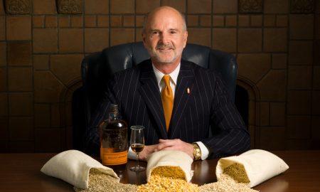 Tom Bulleit je nejenom milovníkem kvalitního bourbonu, ale také sběratelem hodinek. V poslední době nejvíce nosí Blancpain Fifty Phatoms a vyobrazený Rolex Day-Date ve zlatě
