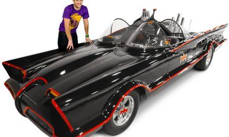 Adam West a Batmobile