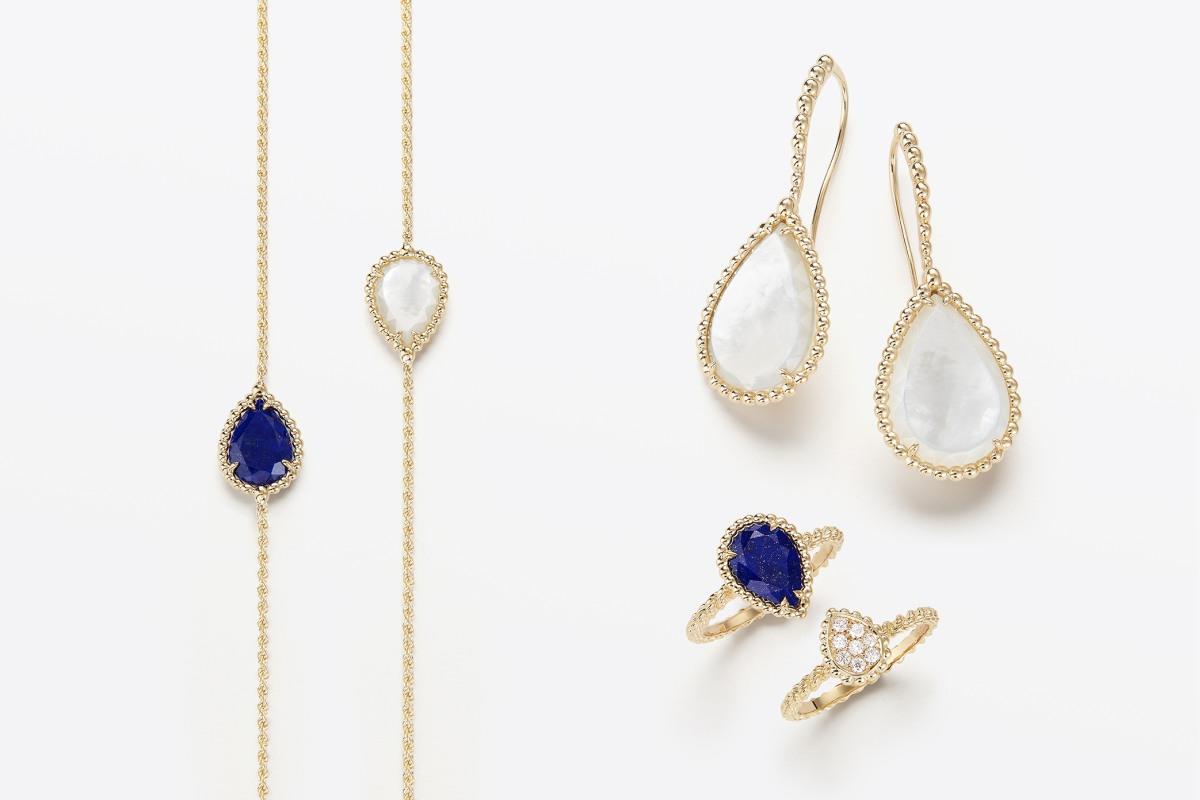 Dlouhý náhrdelník ve žlutém zlatě s lapisem lazuli 192 000 Kč / Dlouhý náhrdelník ve žlutém zlatě s perletí 192 000 Kč / Náušnice ve žlutém zlatě s perletí 241 500 Kč / Prsten ve žlutém zlatě s lapisem lazuli 41 000 Kč / Prsten ve žlutém zlatě a 8 diamanty 59 500 Kč