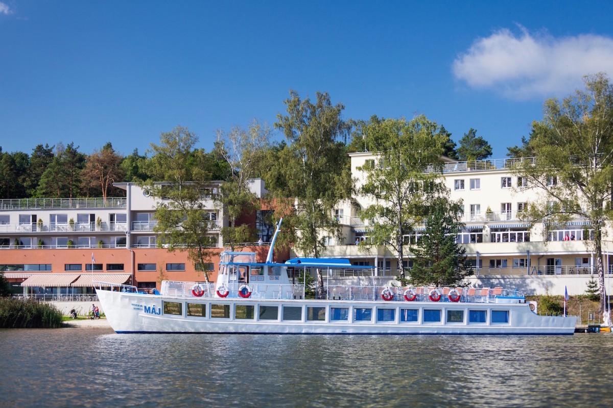 Hotel Port a lodˇ Maj