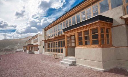 Hotové budovy tříd a internátu Spring Dales Public School  (2)