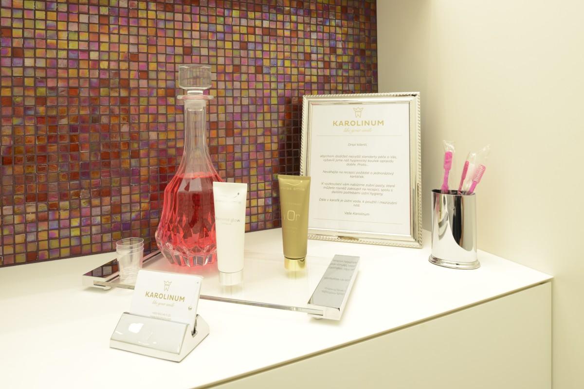 Hygienický koutek dentální centrum KAROLINUM (2)