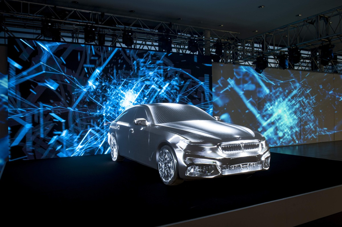 INVELT_foto_BMW 5 G30 byl v prazskem autosalonu Invelt predstaven formou unikatniho 270 videomappingu