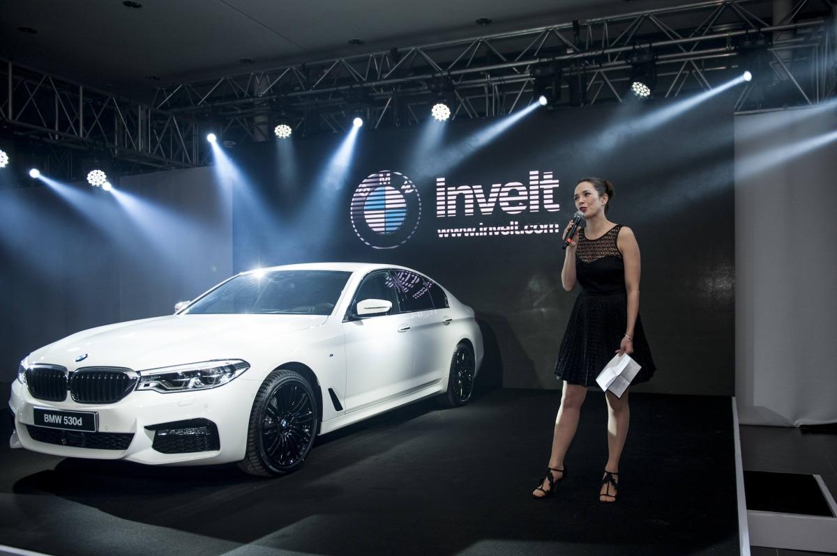 INVELT_foto_BMW 5 G30 moderatorka vecera Tereza Kostkova