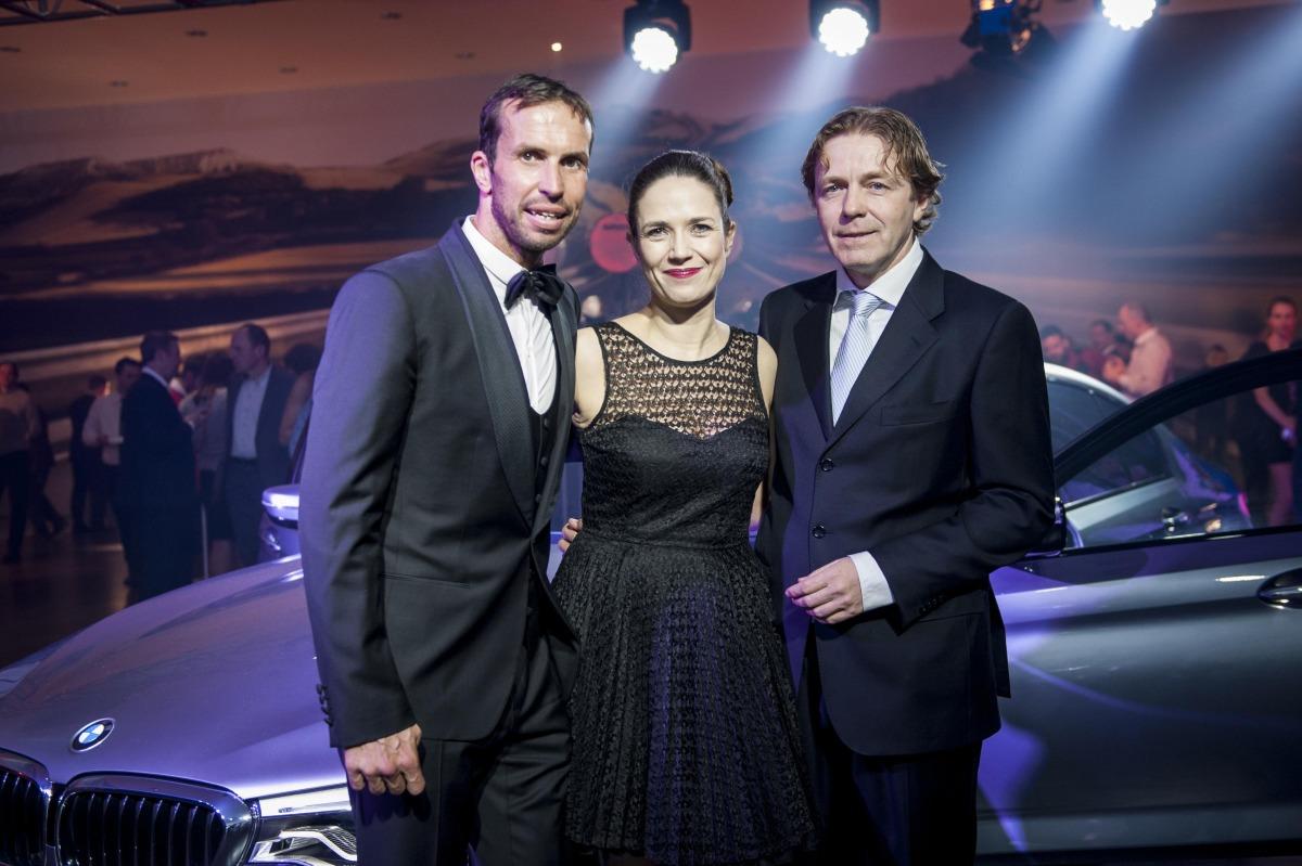 INVELT_foto_Moderatorka vecera Tereza Kostkova s Radkem Stepankem a generalnim reditelem Inveltu Pavlem Bastarem