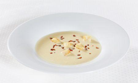 Jemna kremova polevka z peceneho cesneku s restovanymi slaninovymi krutonky (2)