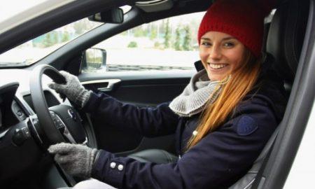 Klara_Spilkova_ve_svem_novem_automobilu_Volvo_XC60