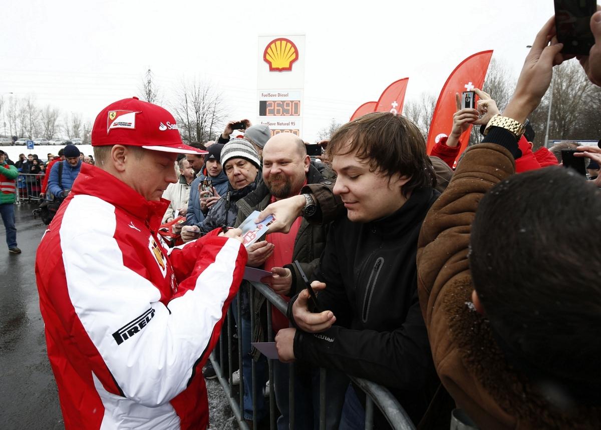 Návštěva Kimiho Räikkönena na čerpací stanici Shell v Ostravě_2