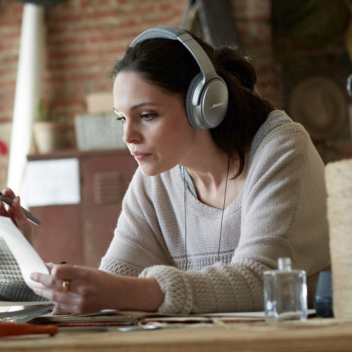 QuietComfort_35_wireless_headphones_1710_4