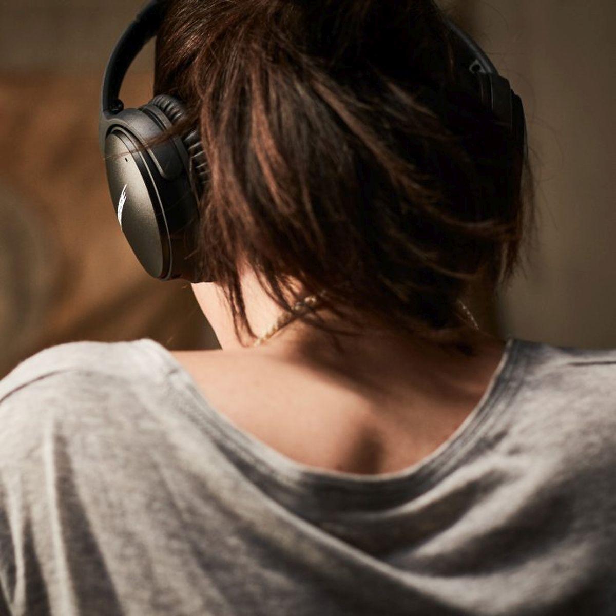 QuietComfort_35_wireless_headphones_1710_5