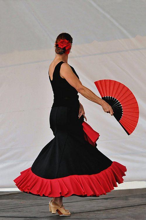 tanecnice flamenca: http://www.flickr.com/photos/dance_photographer/4947622084/sizes/m/in/photolist-8xcRF3-8qGKHT-8gX5sP-dA3BRs-bc1yxn-9gNjCF-9fvuJs-8duHFW-dKNfLh-7TLFk3-bsv5gW-8gajkU-9gmJaA-9jiRNb-a3JPMz-8euezy-9giK5B-9WCiWS-cqpRsQ-9gmPyJ-dRpeDD-9fvbKe-dKNNRj-94ee2G-7KgWBf-am4tPp-7RY9Mh-991NA8-8i9dFx-9fvrke-8f2V69-8NADrS-cjwNsG-a9rXsK-9gNJBr-cxyoDq-9sdpnH-9gRRjd-8eMHsK-96jVxx-94PRAg-94Fabh-8i4UbL-bZw7Dw-ehGQv2-cjj6eU-9WSWKU-972xyu-7Zzdcw-bZw7sE-9fxSxt/