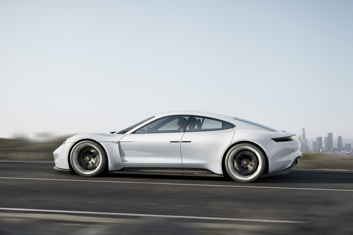 assets_Uploads_Prilohy_3281-porsche-mission-e-600-hp-500-kilometer-driving-range-15-minutes-charging-time_obrazky_P150789a4rgb