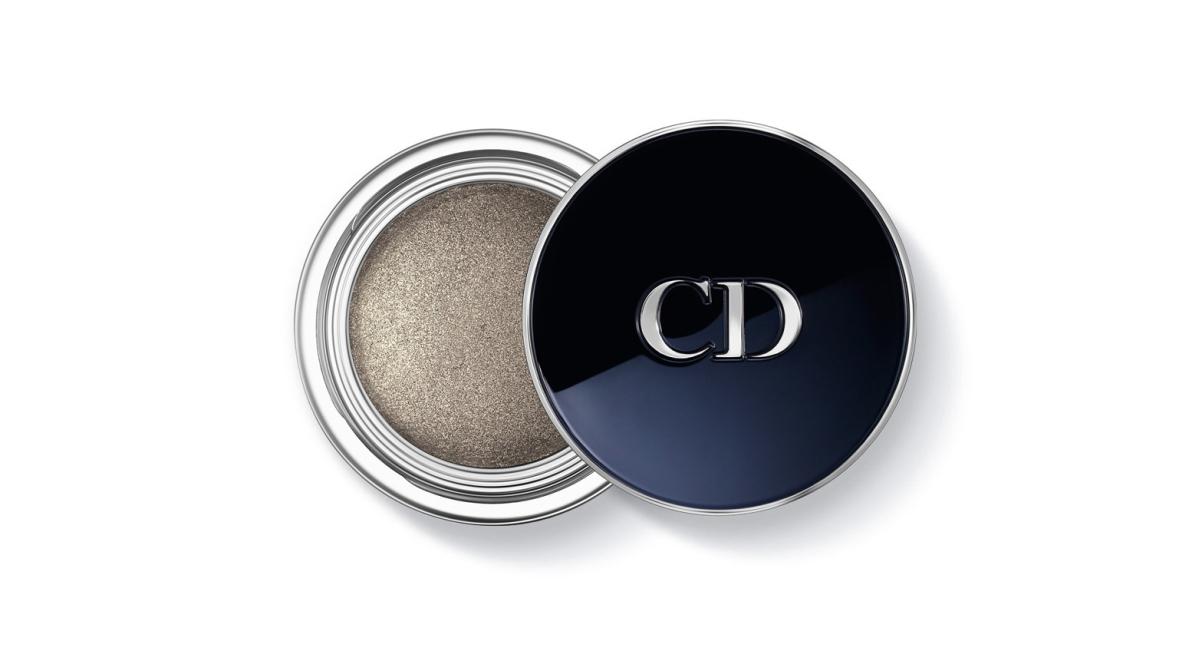 Monostín Diorshow Fusion v odstínu Millenium je cestou, jak jít s metalickým trendem vkusně. Dior, 790 Kč