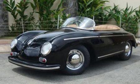 Vypadá jako Porsche 365 pro dospěláky, ale není.