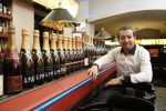 Chronologie de Champagne v Bugsy's baru