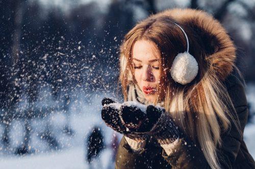 5 nejčastějších problémů s pletí v zimě. Jak si s nimi poradit?