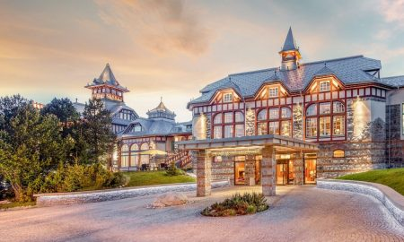 web_Hotel-Entrance-Summer-Evening